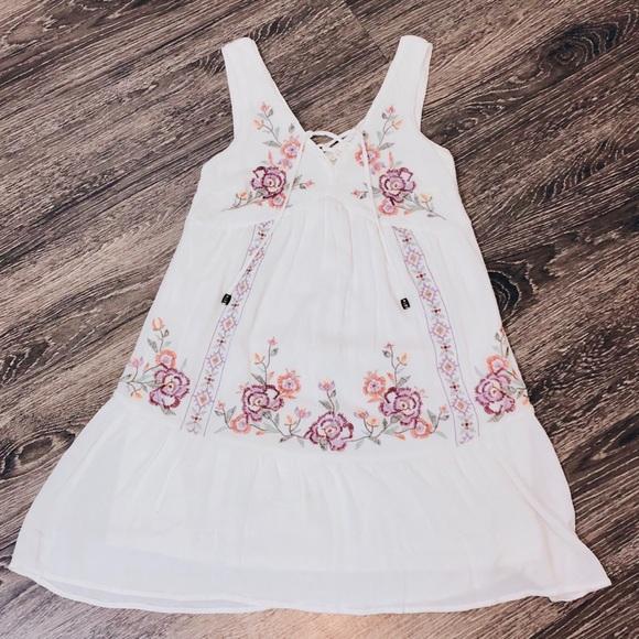Xhilaration Dresses & Skirts - White floral embroidered dress